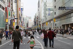 800px-pedestrian-main-street-in-ginza-district-in-tokyo-wikipedia-ginza-sundays